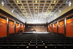 Dzintaru koncertzāle — Jaunromāns un Ābele