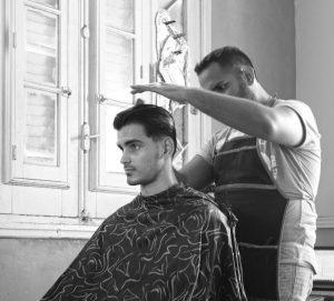 Tikšanās vieta ar reportieri frizētavā. Havanna, Kuba