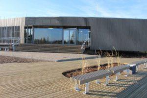 """Ilgtspējīgākā ēka Latvijā 2018. 1. vieta - kategorijā """"Publiskās ēkas"""" Alojas novada uzņēmējdarbības atbalsta centrs – bibliotēka """"Sala"""", pasūtītājs Alojas novada dome, projekts: Huma, autoruzraudzība - Ija Rudzīte, būvnieks """"Monum"""""""