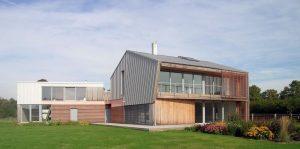 """Atzinība nominācijā """"Ilgtspējīgākā ēka 2018"""" — pasīvā māja Robežu ielā Ventspilī, projekts arhitekti Ināra Kārkliņa, Krists Kārkliņš."""