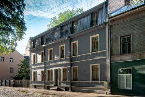 Māja Altonavas ielā 2. Arhitekti: Laimdota Bitaite, Bruno Bitaitis, Baiba Riekstiņa