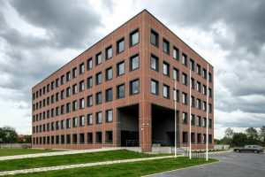 Biroju ēka Pērnavas ielā 83. Arhitekti: Zenico Projekts — Viktors Valgums, Kaspars Dortāns, Viktors Valgums jr.