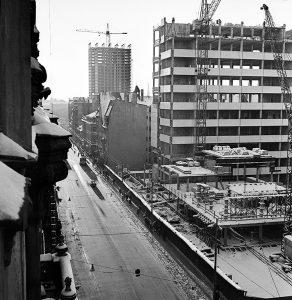 """Gunārs Binde. Sadzīves pakalpojumu nama """"Rīgas modes"""" un viesnīcas """"Latvija"""" celtniecība. 1971"""