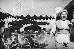"""Māra Brašmane. Kafejnīcas """"Putnu dārzs"""" oficiante. 1968"""