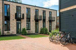Daudzdzīvokļu ēku pagalmi Jāņa Asara ielā 12 — ALPS ainavu darbnīca