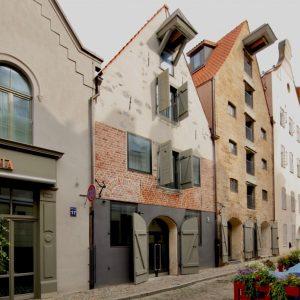 Lielās gada balvas ieguvējs - atjaunotās, pārbūvētās ēkas Miesnieku ielā, ARHIS arhitekti