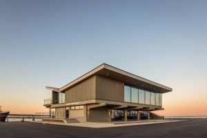 Atjaunotā piestātnes ēka Nidā — LG Projektai & GAL Architektai, 2019